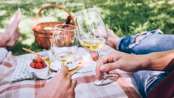 6 Fun and Creative Summer Date Ideas for Every Wine Lover
