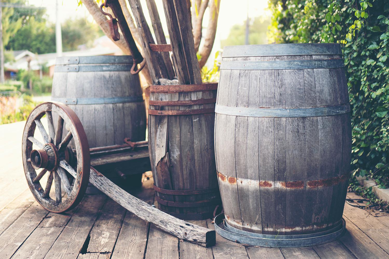 How Do Oak Wine Barrels Affect the Taste of Wine?
